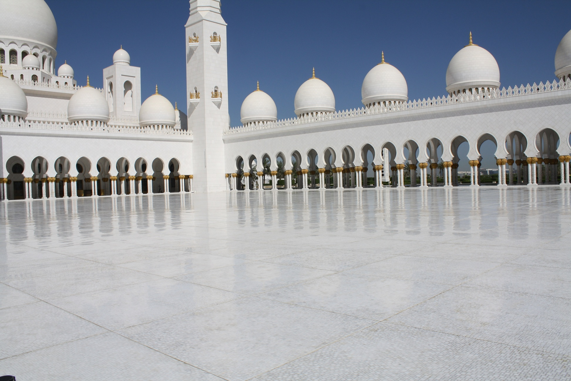 Visita alla gran moschea zayed abu dhabi sheikh zayed grand mosque rs - Abu dhabi luoghi di interesse ...